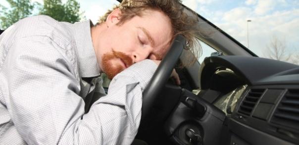 homem-dormindo-carro-1308458685505_615x300 (1) 2.jpg